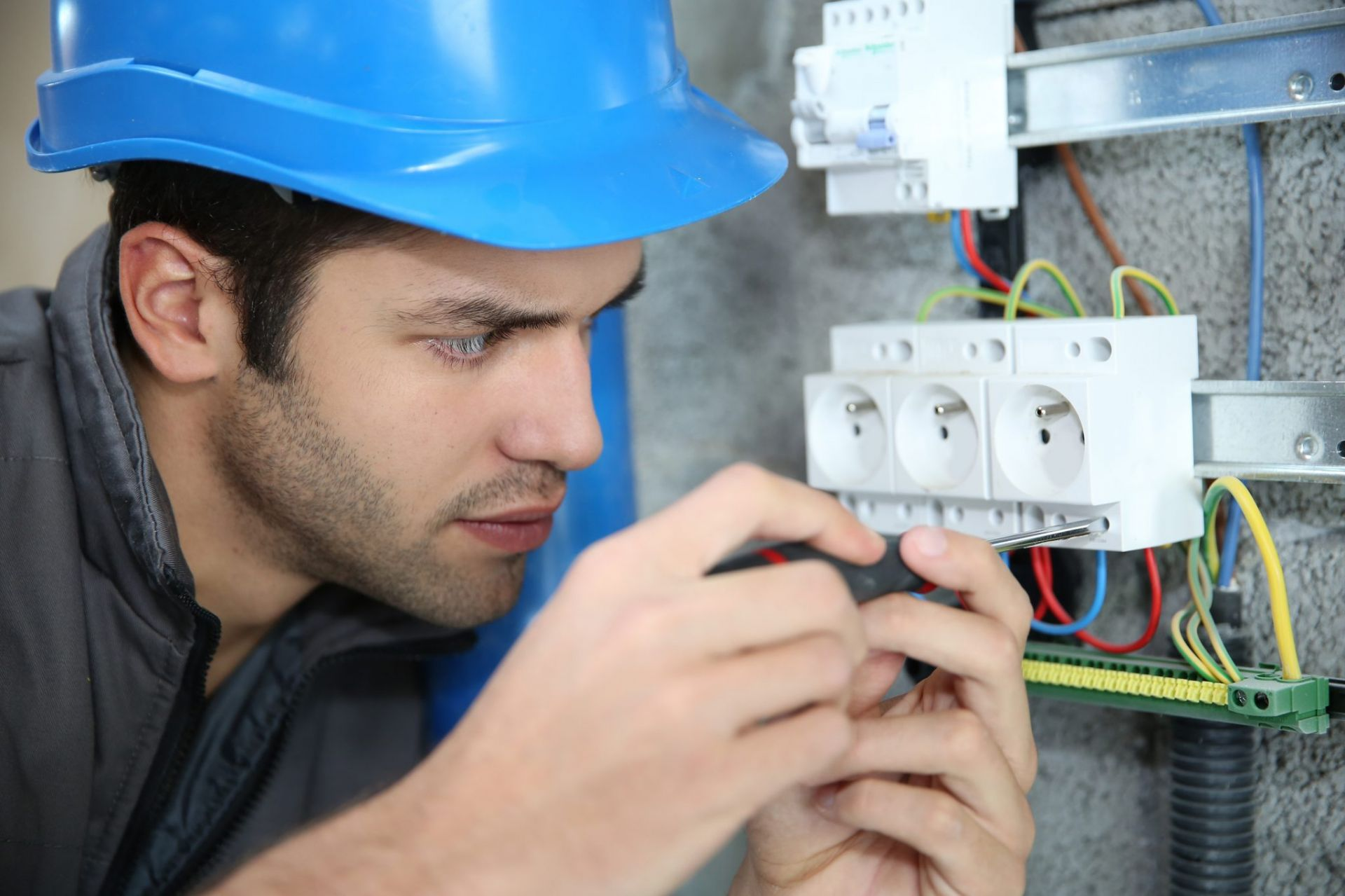 Tips on Finding and Hiring the Right Electrician
